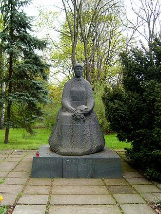Maria Konopnicka - Statue of Konopnicka in Warsaw's Saxon Garden