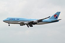 Korean Air Boeing 747-4B5 HL7404 (25127667839).jpg