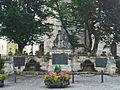 Kriegerdenkmal-Holzkirchen-errichtet1923-BronzegedenktafelnWWIundWWII.jpg