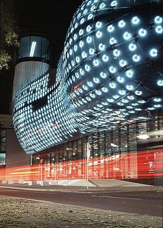 Kunsthaus Graz - The Kunsthaus Graz at night showing the BIX media Façade