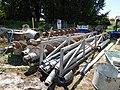 LC07 - Matériel de forage et tuyaux.jpg