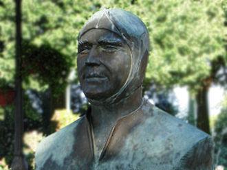 Luigi Fagioli - Luigi Fagioli statue in Osimo