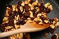 Leek casserole with cashew nuts and raisins (4660813916).jpg