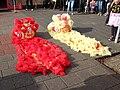 Leeuwen dans kostuums China.jpg