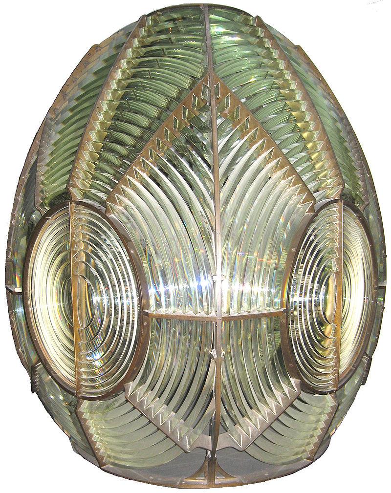 Lentille à échelons, dite de Fresnel, équipant les phares.