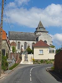 Ligny-sur-Canche - Eglise et monument aux morts.JPG