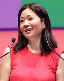 Linda Yueh Journalist & Presenter (34150774841) (cropped).jpg