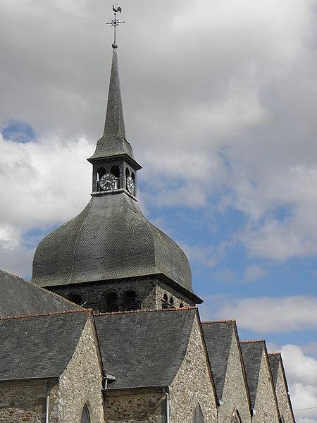 Église Notre-Dame de Livré-sur-Changeon (35). Enfilade des pignons sud et clocher.