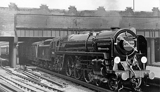 Golden Arrow (train) - The 'Golden Arrow' leaving Victoria Station, London, in 1953