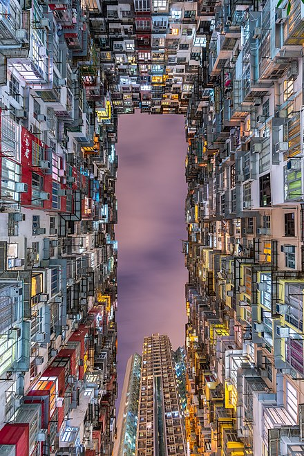 Des « monster building » (batiments monstres), exemple d'habitat dense à Quarry Bay, Eastern. Juin 2019.