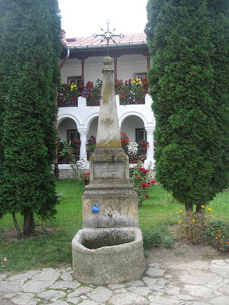 File:Mănăstirea Agapia19.jpg