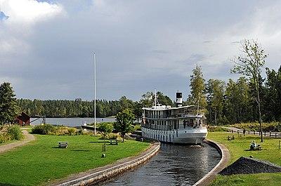 Turistbåt på Göta kanal