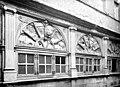 Maison Henri II - Façade sur la place - fenêtres de l'étage - Rodez - Médiathèque de l'architecture et du patrimoine - APMH00002335.jpg