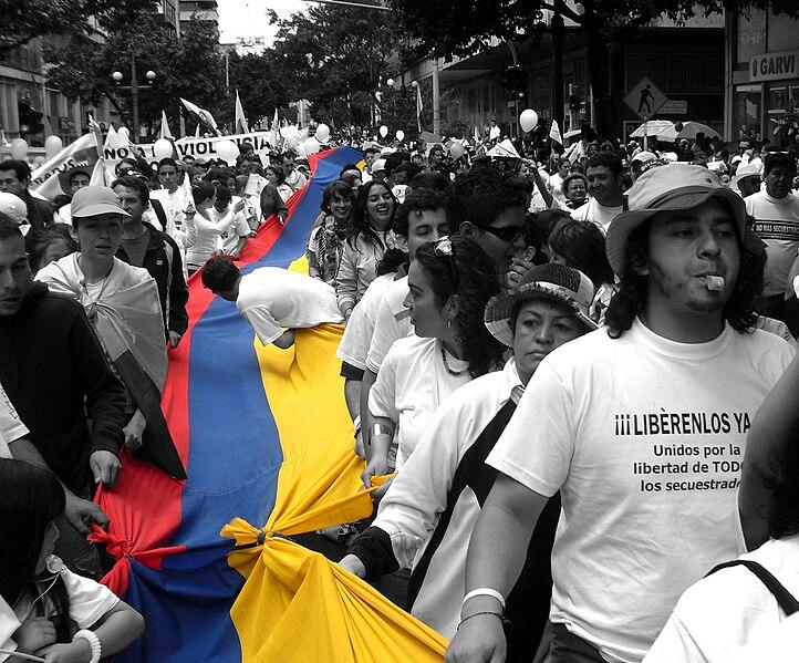 File:Marchando por la libertad en Colombia.jpg