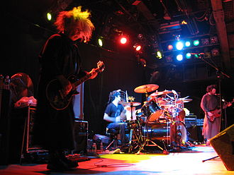 Melvins - The Melvins live in October 2006. Left to right: Buzz Osborne, Coady Willis, Dale Crover (behind drum kit) and Jared Warren.