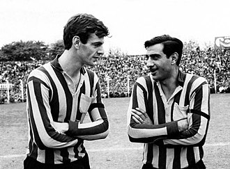 César Luis Menotti - Menotti (left) with Miguel Gitano Juárez in Rosario Central. They would then work together in Newell's Old Boys
