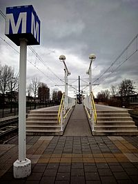 Metrohalte Sacharovlaan (6897812243).jpg
