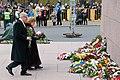Ministru prezidents Valdis Dombrovskis piedalās ziedu nolikšanas ceremonijā pie Brīvības pieminekļa (6357982793).jpg
