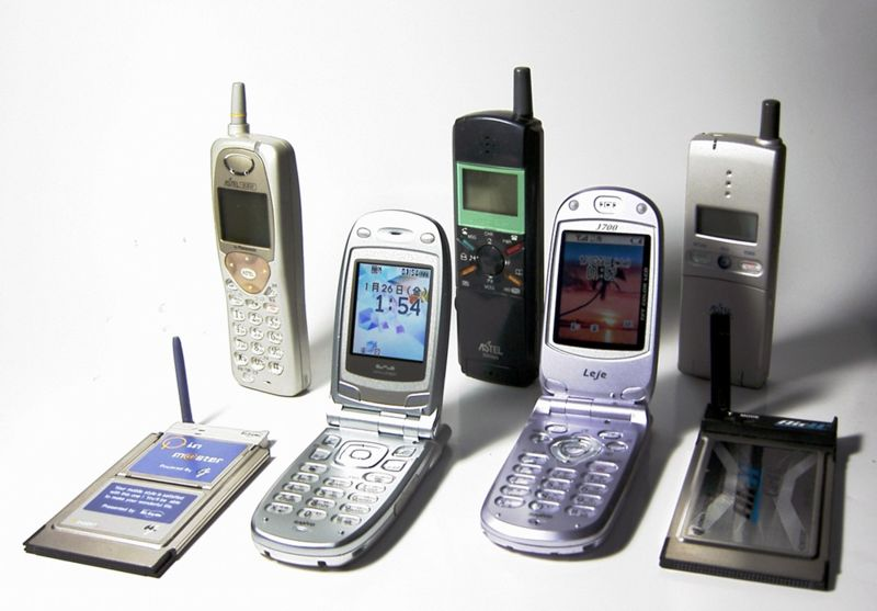 File:Mobile phone PHS Japan 1997-2003.jpg