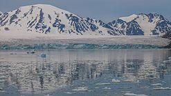 Monacobreen in Liefdefjord, Svalbard.jpg