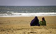 Mujeres musulmanas en la playa -- 2012 -- Mazagón, España