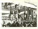 Mussolini e Petacci a Piazzale Loreto, 1945.jpg