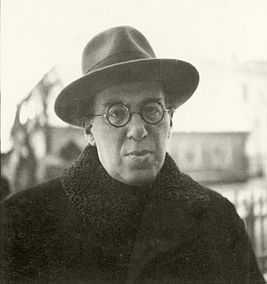 Nathan Goren portrait with a hat in Lithuania ca. 1925.jpg