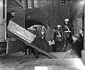 Neurenberger archieven aankomst bij Vredespaleis, Bestanddeelnr 903-8669.jpg