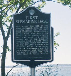 Submarine base - Plaque stating New Suffolk, New York's claim to be the first submarine base.