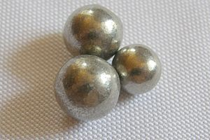 Nickel tetracarbonyl - Spheres of nickel made by the Mond process