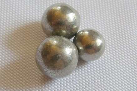 Highly purified nickel spheres made by the Mond process. Nickel kugeln.jpg