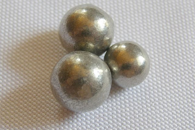 Spheres of nickel made by the Mond process