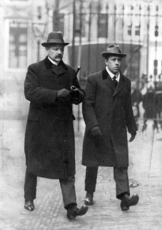 Johan Huizinga - Huizinga (right) with the ethnographer A.W. Nieuwenhuis, Leiden (1917)