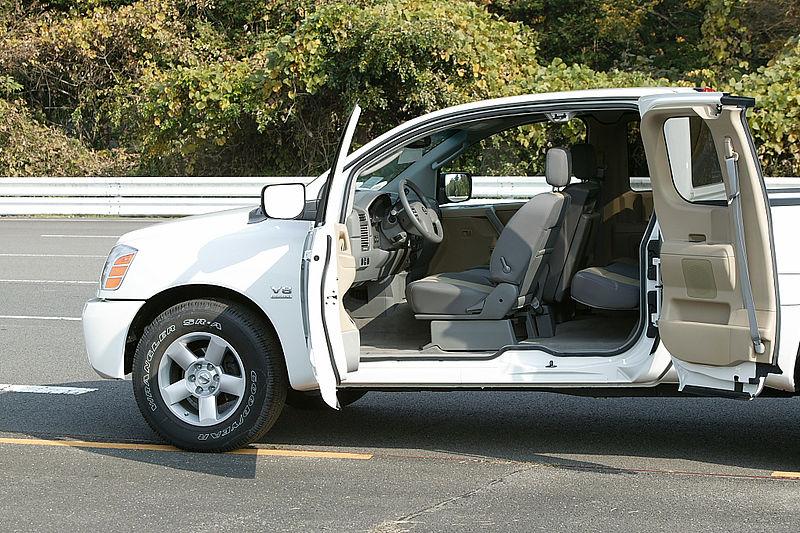 File:Nissan Titan King Cab 003.JPG