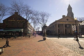 North Market (links) und Quincy Market (rechts)
