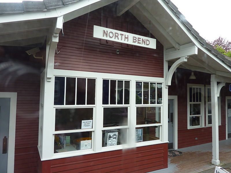 North Bend railway station 2011.jpg