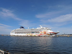 Norwegian Sun Tallinn 7 May 2012.JPG