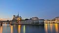 Notre Dame depuis les quais de Seine à l'heure bleue, Paris, France.jpg
