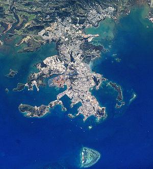 Photographie satellite de Nouméa et des environs, prise de la Station spatiale internationale. Image de la NASA