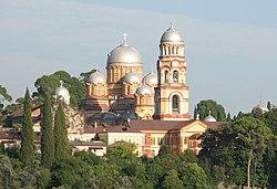 Monasterio ortodoxo de Nueva Athos, construido a finales del siglo XIX cerca de la cueva de Simón Zelote.