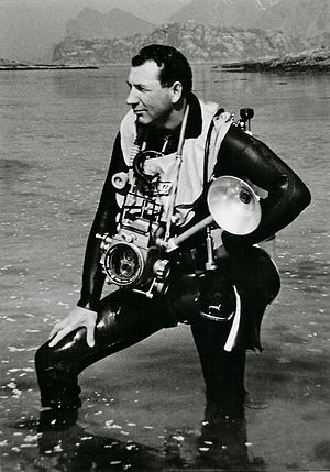 Timeline of diving technology - Norwegian diving pioneer Odd Henrik Johnsen with 1960's diving equipment.