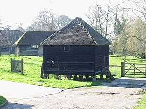 English: Old grain storage barn