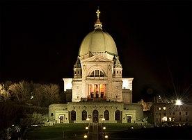 Vue nocturne de l'oratoire Saint-Joseph du Mont-Royal, à Montréal. (définition réelle 2000×1465)
