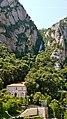 P1110054 Montserrat, gare et funiculaire de Sant Joan montant à lermitage au sommet de la montagne (6351450770).jpg