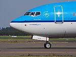 PH-BGN KLM Royal Dutch Airlines Boeing 737-7K2(WL) - cn 38125 taxiing, 25august2013 pic-3.JPG
