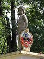 POL Jaworze Brama do pałacu - figura z herbem Laszowskich.JPG