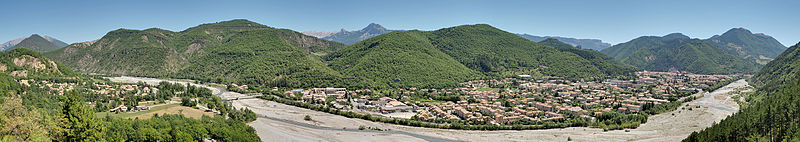 File:Panoramic view on Digne-les-Bains.jpg