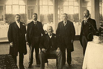 Stanley Bruce - The firm of Paterson, Laing and Bruce, 1900. John Bruce sits at the centre.