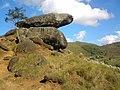 Pedra montada em Poços de Caldas - MG, Brasil - panoramio (24).jpg