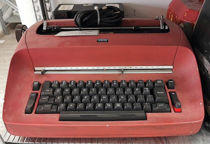 מכונת כתיבה במשרד מכבי אש